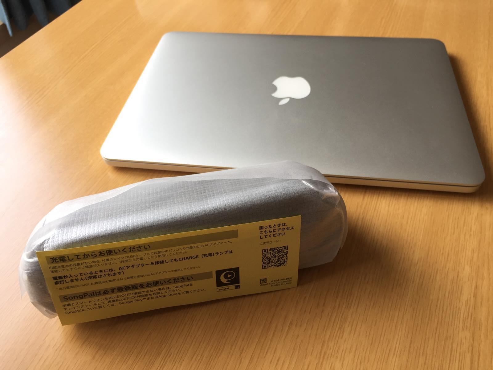 SONY SRS-XB20とMacBook Proの大きさ比較