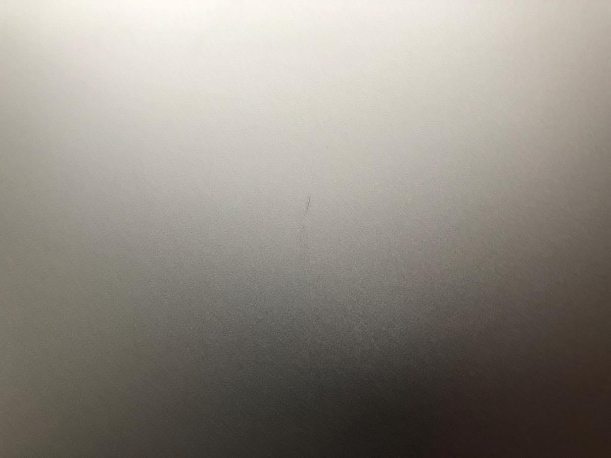 MacBook Pro整備済製品の傷