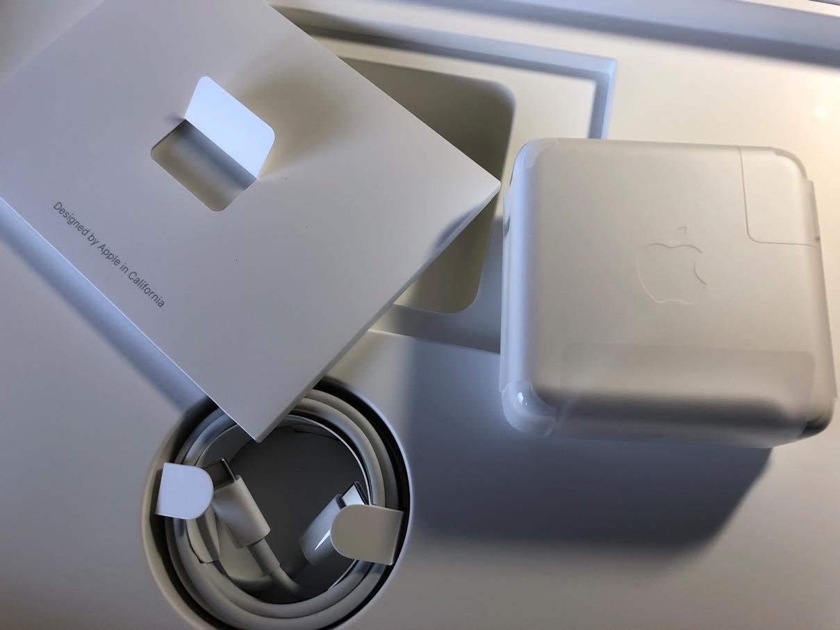 MacBook Proの箱