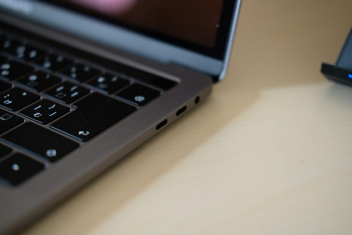 MacBook Proはあまりにもポートが少ない