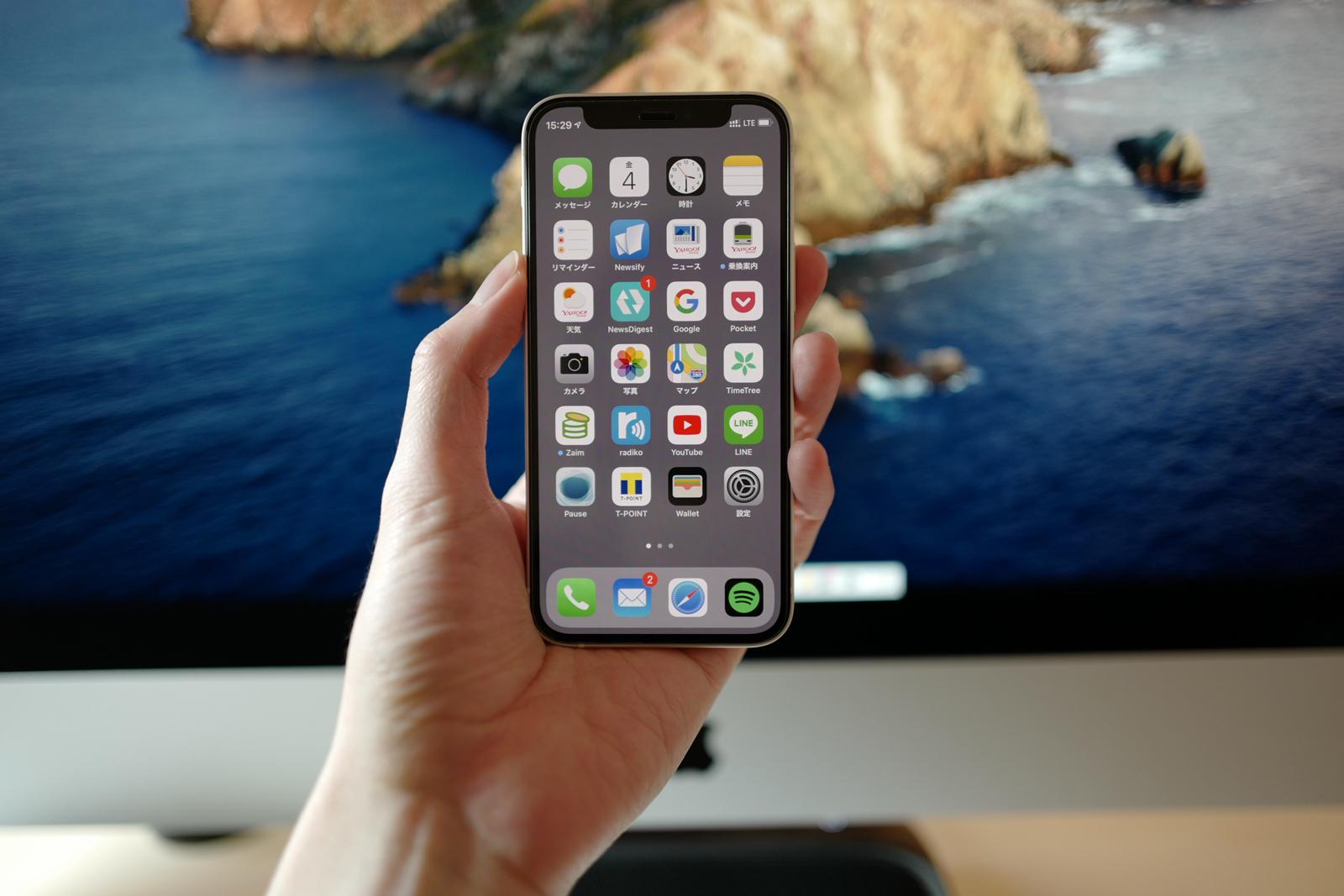 手にジャストフィットするiPhone 12 mini